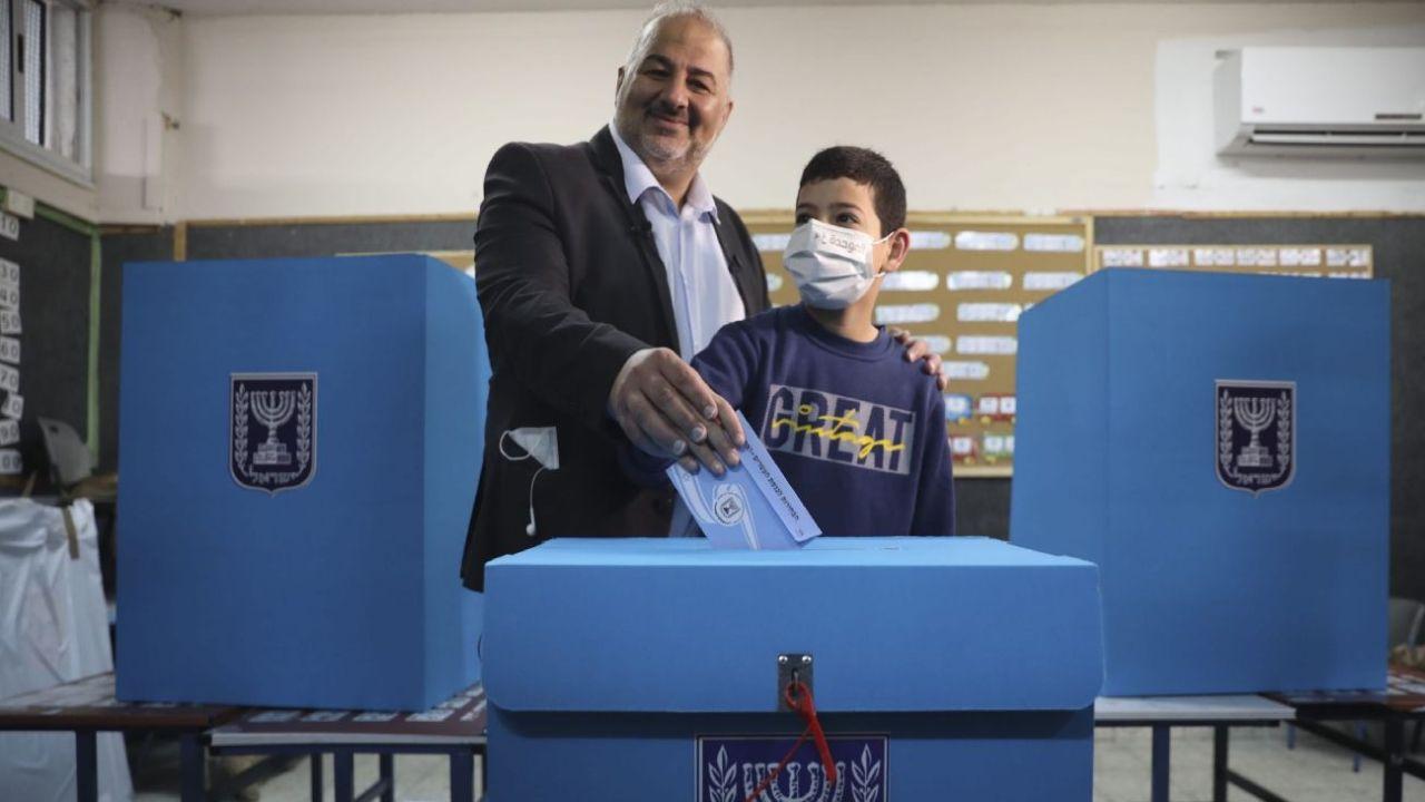Abbas, el dentista que se convirtió en hacedor de reyes.  | Foto:DPA