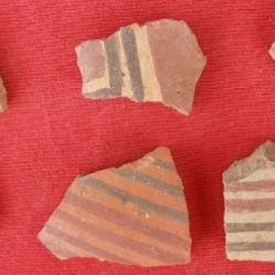 Restos de cerámicas que fueron encontradas durante las campañas arqueológicas.