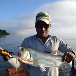 Pescadores deportivos, así tienen que devolver el pez a su hábitat.