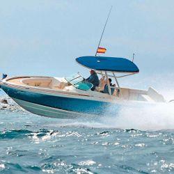 Sus líneas vintage mantienen la esencia de un clásico que siempre estará vigente como pescadora de lujo.