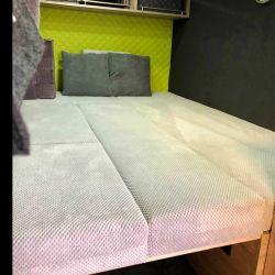 Para descansar como corresponde la zona comedor fácilmente se puede convertir en una cama de dos plazas.