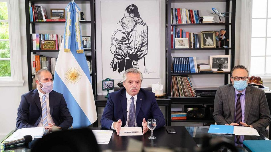 El presidente Alberto Fernandez junto a los ministros Matias Kulfas y Martín Guzmán