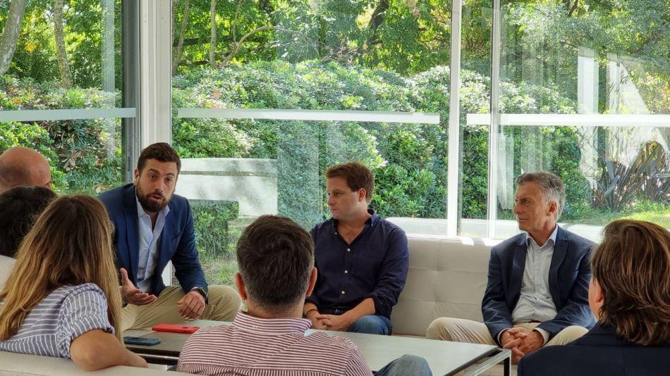 Mauricio Macri y Alex Campbell, juntos, en una reunión sin barbijo ni distancia