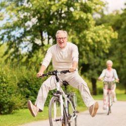 La bicicleta es un medio de transporte que podemos utilizar todos los días para ir al trabajo, la universidad, etc.