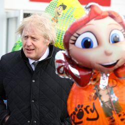 El primer ministro del Reino Unido, Boris Johnson, visita el parque de vacaciones Haven Perran Sands para ver cómo se están preparando para reabrir antes del Paso 2 de la hoja de ruta del coronavirus. | Foto:Tom Nicholson / PA Wire / DPA