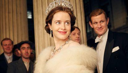 El príncipe Felipe en sus versiones para The Crown, de Netflix.
