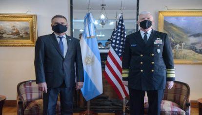El ministro de Defensa, Agustín Rossi, recibió a la cabeza del Comando Sur, el almirante Craig Faller.
