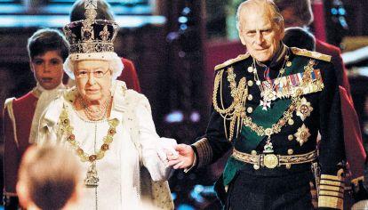 Despedida. Felipe con Isabel en una de sus últimas apariciones públicas.