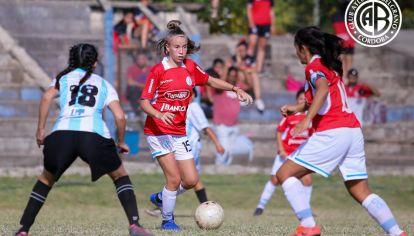 EN PRIMERA. La juvenil ya debutó en el plantel profesional de Belgrano con tan solo 14 años.