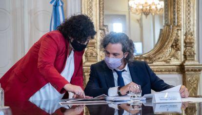 El jefe de Gabinete, Santiago Cafiero, con la ministra de Salud, Carla Vizzotti.