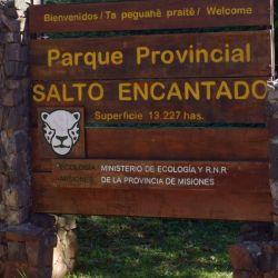 Ubicado a 140 km. de Posadas y a 6 km. de la localidad de Aristóbulo del Valle, el Parque Provincial Salto Encantado protege 13.227 hectáreas de selva.