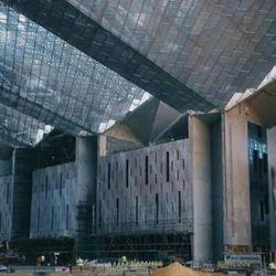 Los 168.000 metros cuadrados de superficie con los que cuenta el edificio están divididos en tres enormes y lujosas galerías