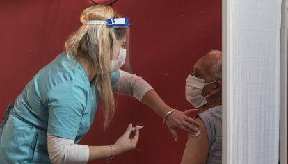 Continúa a ritmo sostenido la vacunación contra el coronavirus en la Provincia de Buenos Aires