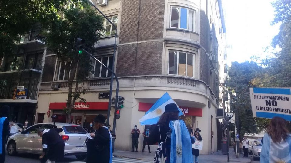 Cacerolazo frente al Depto de Cristina Fernández 20210414