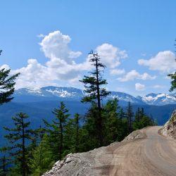 """El tramo más espectacular de la Highway, entre Anahim Lake y Bella Coola, se llama """"The Hill"""" (La Colina). Foto: Ole Helmhausen/dpa"""