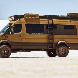 Este camper nació a partir de un básico Sprinter 170, de color blanco y tracción delantera.