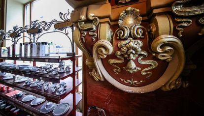 La tienda de comestibles Eliseevsky, en Moscú; lujosísima, cerró el 11 de abril.