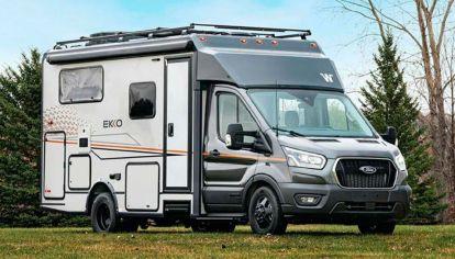Nueva Ford Transit 4x4 con cocinas, paneles solares y baño completo