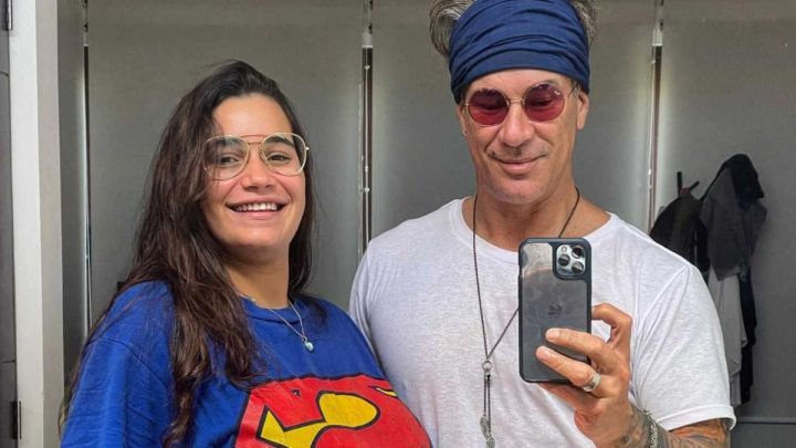 Fernando Carrillo publicó una polémica selfie junto a esposa en pleno parto