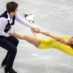 Caroline Soucisse y Shane Firus de Canadá compiten en la danza sobre hielo durante el evento de patinaje artístico ISU World Team Trophy en Osaka. | Foto:Philip Fong / AFP