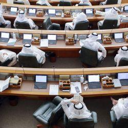 Los parlamentarios kuwaitíes asisten a una sesión del Parlamento en la Asamblea Nacional en la ciudad de Kuwait. | Foto:Yasser Al-Zayyat / AFP