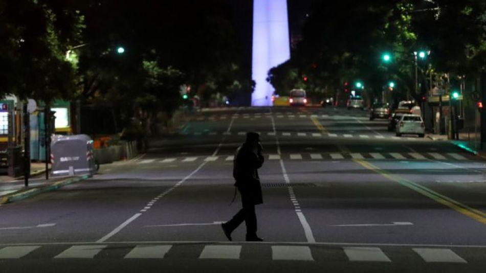 Calles desoladas, una postal de las nuevas restricciones impuestas por el Gobierno ante el avance de la pandemia.