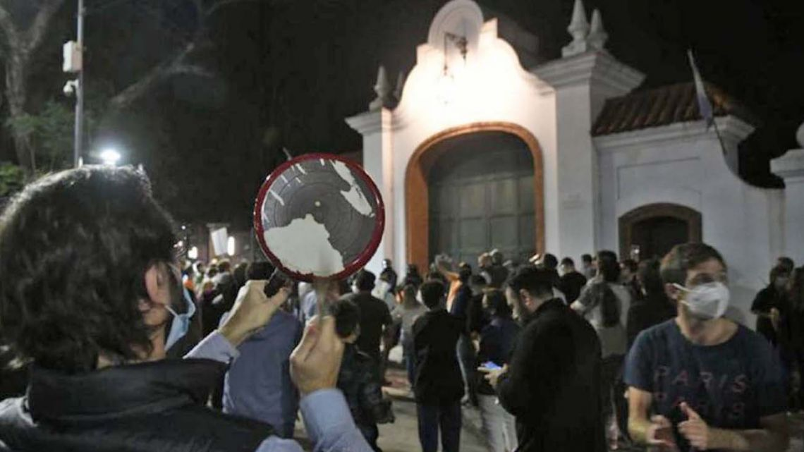 Protesters react to the president's announcement of new tightened Covid restrictions outside the Olivos presidential residence on Wednesday night.