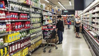 Góndolas. Los alimentos continúan subiendo de precio, pese a los controles del Ejecutivo.