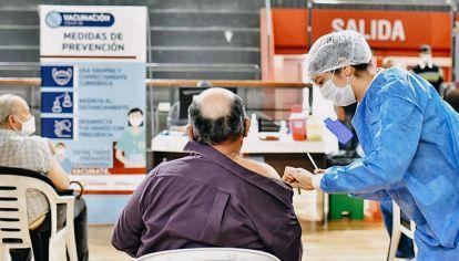 Esperanza. De la vacunación planetaria depende que terminen los contagios y muertes por covid.