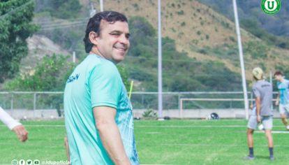 """Entre dos amores. """"A los dos clubes los quiero mucho"""", dice Oste sobre Talleres y Emelec. """"El Lute"""" fue goleador y campeón con las dos camisetas."""
