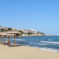 La playa de Sveti Vlas, en Bulgaria. El país balcánico espera recuperar ingresos con la reapertura al turismo en la pandemia. Foto: picture alliance / Elena Lalowa/dpa