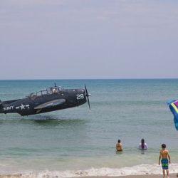 El avión en cuestión es un TBM Avenger monomotor de la Segunda Guerra Mundial.