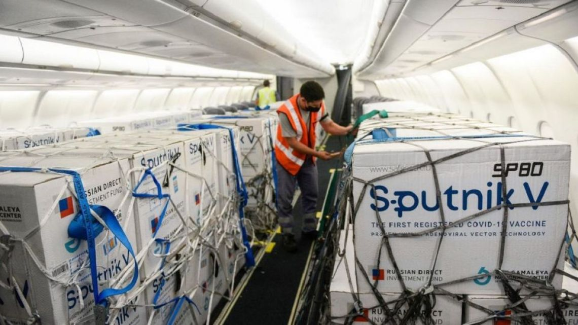 Sputnik shots are loaded onboard an Aerolíneas Argentinas plane.