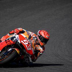 El piloto español del Repsol Honda Team Marc Márquez participa en la tercera sesión de entrenamientos libres de MotoGP del Gran Premio de Portugal en el Circuito Internacional del Algarve en Portimao. | Foto:Patricia De Melo Moreira / AFP