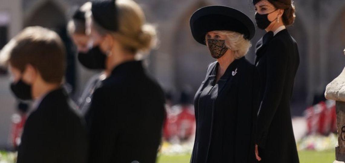 El significado oculto de las joyas que lucieron Isabel II y Kate Middleton en el funeral del duque de Edimburgo