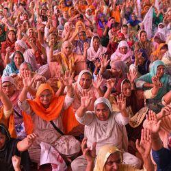 Los agricultores gritan consignas mientras participan en una protesta contra las recientes reformas agrícolas del gobierno central en Amritsar.   Foto:Narinder Nanu / AFP