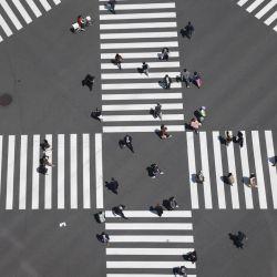 Japón, Tokio: vista aérea de un cruce en la avenida Harumi-Dori dentro del popular distrito comercial de Ginza. El gobierno de Tokio considera convocar un tercer estado de emergencia a medida que aumentan nuevamente los casos de COVID-19.   Foto:Stanislav Kogiku / SOPA Imágenes a través de ZUMA Wire / DPA