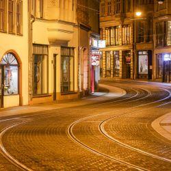 Sajonia, Halle: vista general de una calle vacía en el centro de la ciudad en la primera noche del toque de queda nocturno.   Foto:Jan Woitas / dpa-Zentralbild / DPA