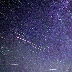 La luna gibosa creciente afectará bastante la visibilidad de las mencionadas estrellas.