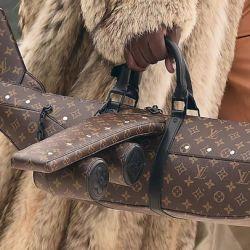 De un avión a un dado: Estas son 4 propuestas alocadas de Louis Vuitton en bolsos