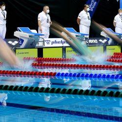 Los atletas compiten en la carrera final de Women's 100m Freestyle durante el día 2 de las Clasificaciones Olímpicas Alemanas, que también funciona como un evento clasificatorio para los Juegos Olímpicos de Tokio 2020 retrasados por el coronavirus, en el Europa Sportpark, en Berlín, Alemania. | Foto:Ronny Hartmann / AFP