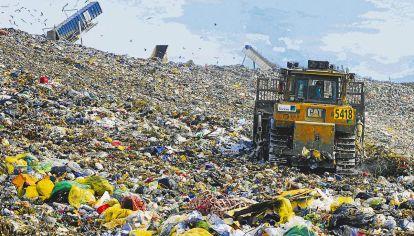 Cielo abierto. En el Gran Buenos Aires, los espacios para enterrar basura están casi colapsados.