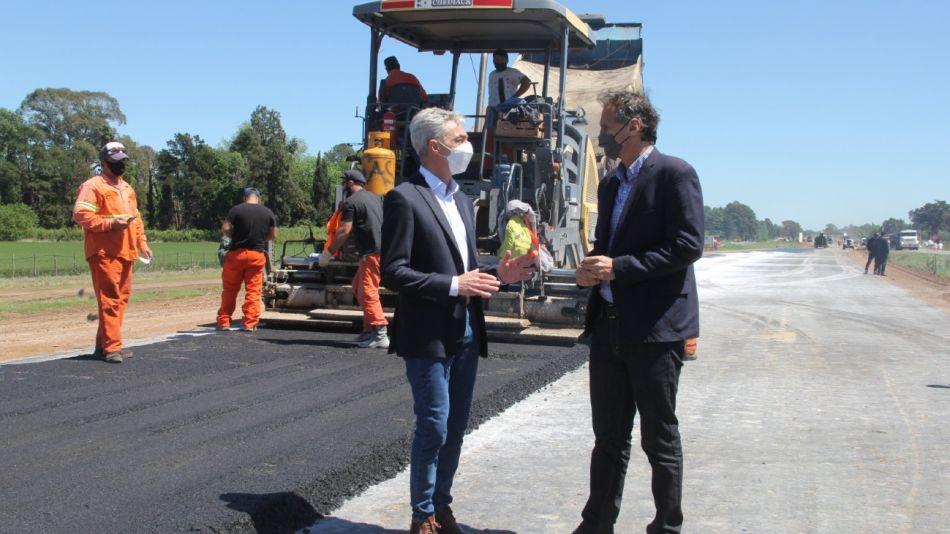 Los ministros Meoni y Katopodis, a fines de 2020 en obras en la Ruta 7.