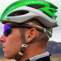 A la hora de ponernos el casco es fundamental que quede recto sobre nuestra cabeza.