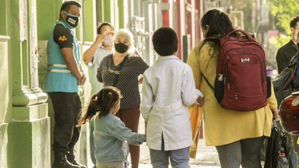 Children are taken to school in Buenos Aires.