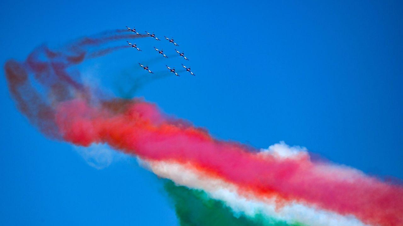La unidad acrobática de la Fuerza Aérea Italiana Frecce Tricolori (Flechas Tricolor) actuó sobre Roma, en el 76 aniversario del Día de la Liberación, que marca la caída de la ocupación nazi en 1945. | Foto:Vincenzo Pinto / AFP