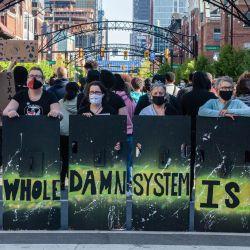 EE. UU., Columbus: activistas de Black lives Matter protestan contra el asesinato policial de Ma'Khia Bryant, de 16 años. | Foto:Stephen Zenner / SOPA Imágenes a través de ZUMA Wire / DPA
