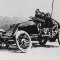El auto ganador desarrolló una velocidad promedio de 22 km. por hora.
