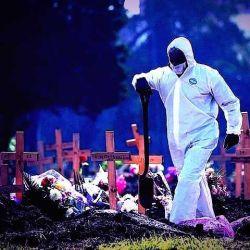 Empleados de cementerios piden vacunas.