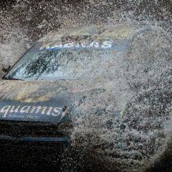Onkar Rai de Kenia y su copiloto Drew Sturrock del Reino Unido conducen sobre un arroyo durante el Campeonato Africano de Rallyes (AIC) Equator Rally Kenia en Soysambu Conservancy en Nakuru, antes de albergar el Campeonato Mundial de Rallyes programado. en junio como Safari Rally después de 19 años de suspensión. | Foto:Yasuyoshi Chiba / AFP